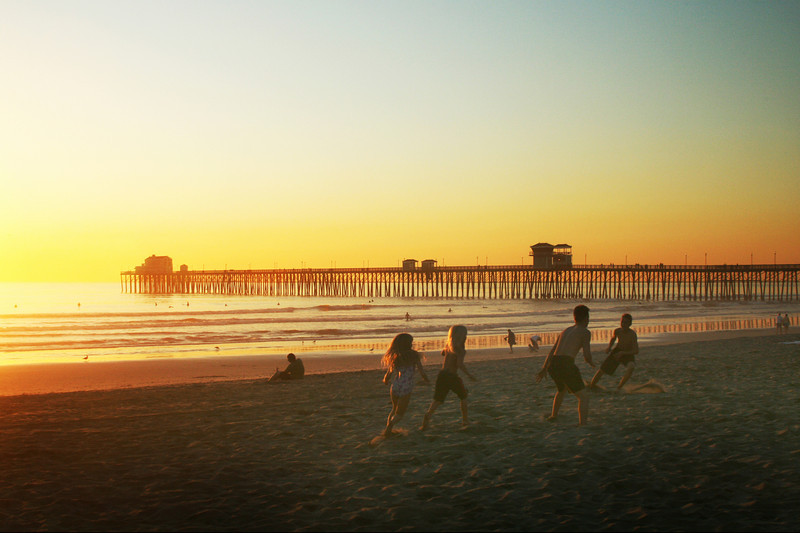 San Diego Beaches, Oceanside Pier Kids at Play
