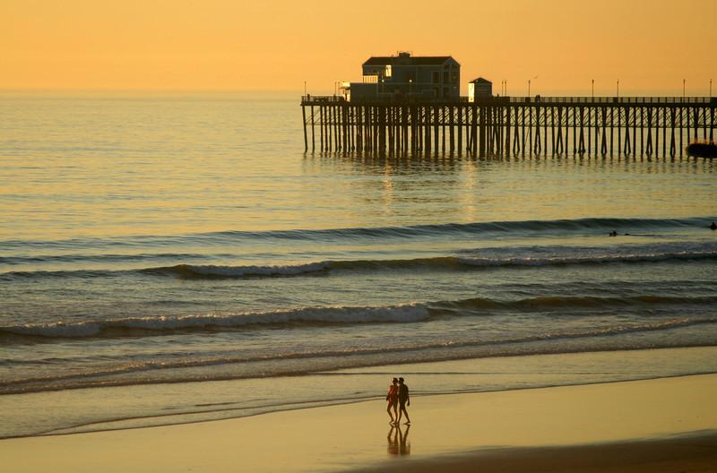 San Diego Beaches, Oceanside Pier, Couple on Beach