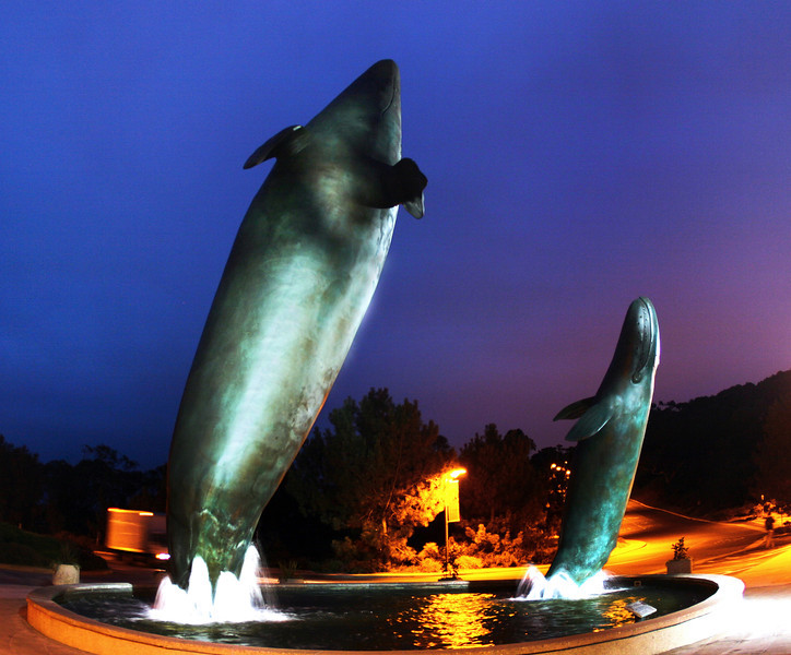 Birch Aquarium at Scripps, Whale Fountain
