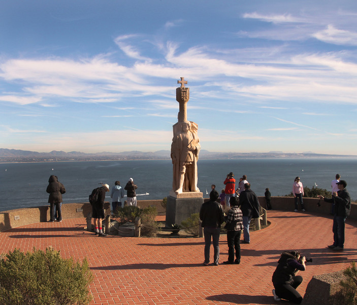 Cabrillo National Monument, Statue with View on Ocean
