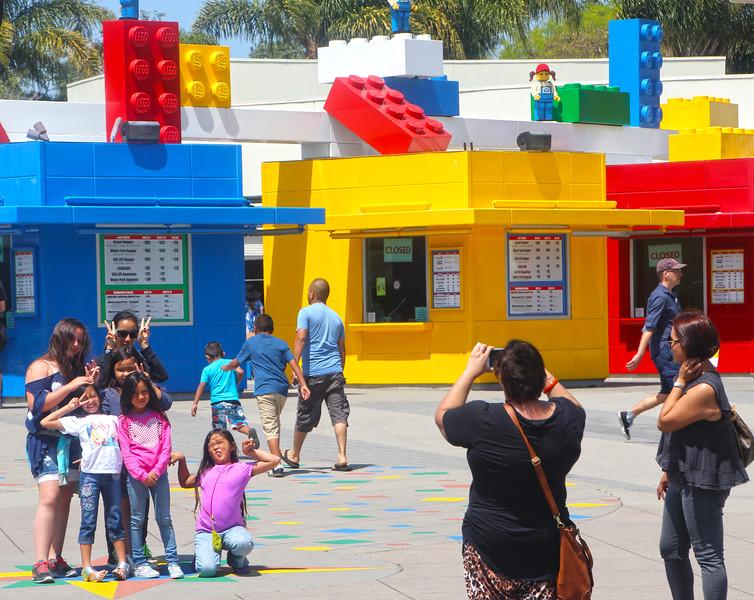 LEGOLAND California, Photographing Kids at Entrance