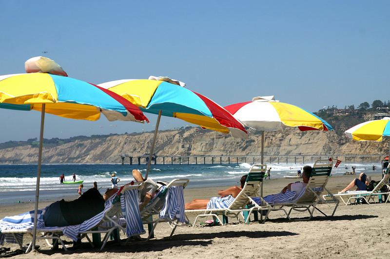 La Jolla Beach & Tennis Resort, Beach scene under umbrellas