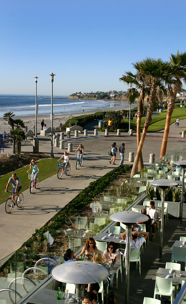 Pacific Beach San Diego, Diners and Bicyclists