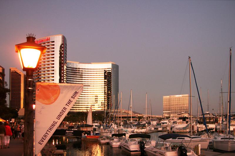 San Diego Downtown, Marriott Marina at dusk