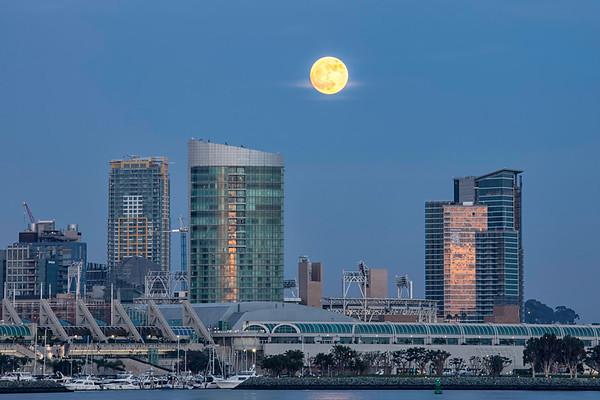 December Super Moon over San Diego
