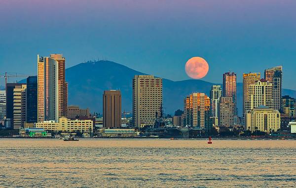 Harvest Moon 2020 over San Diego