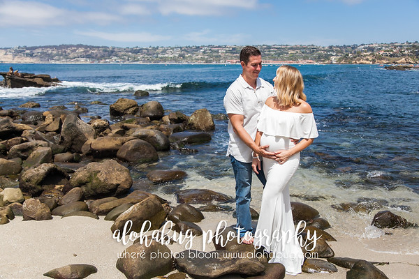 Maternity Photos at La Jolla Cove by AlohaBug Photography