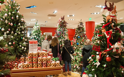 holiday-shoppers-1