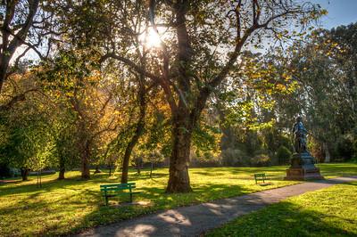 park-bench-statue
