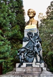 verdi-statue