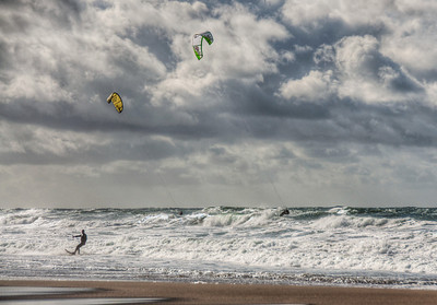 beach-kite-surfing-4