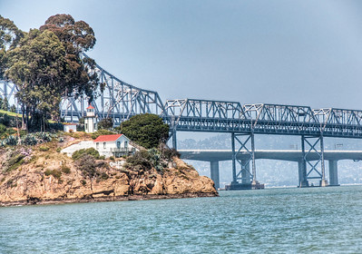 bay-bridge-lighthouse