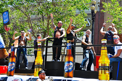 parade-float-men