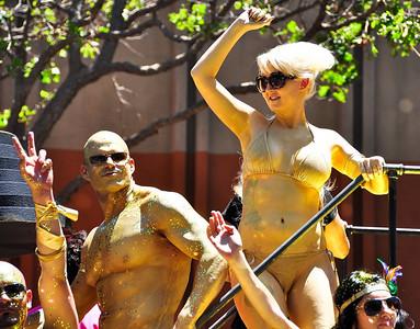 parade-dancers
