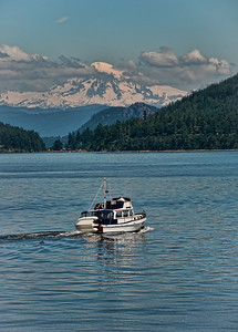 islands-boat-mt-baker