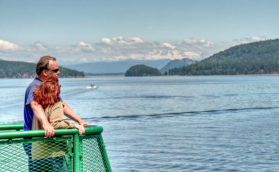 mt-baker-ferry-couple
