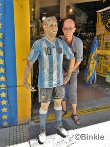 In La Boca darf auch Messi nicht fehlen Of course, Messi needs to be present in La Boca too