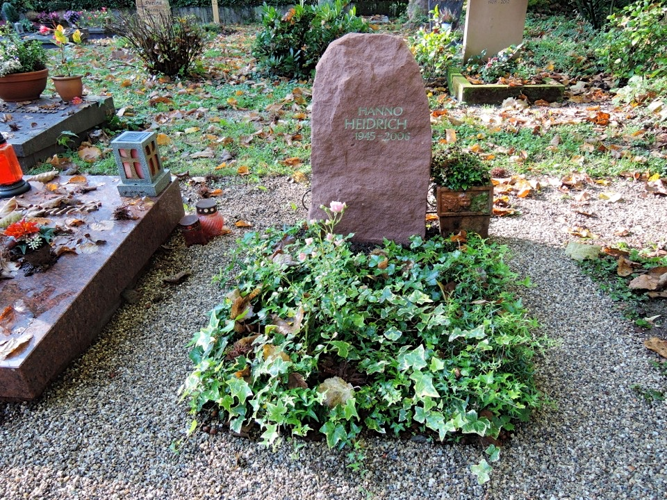 Sandsteinfelsen Urnengrabstätte