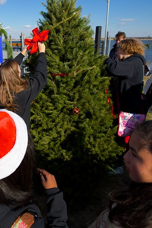 2015-12-19 Project Compassion Tree Decoration