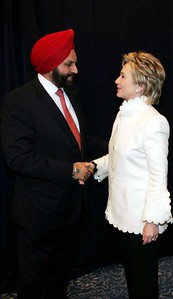 Sant Chatwal Chairman Indian American for Democrats greets Hillary clinton as she accepted position of Secretary of State in OBAMA team,  in Chicago on nov 30th...pic Mohammed Jaffer-SnapsIndia