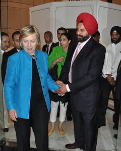 Sant Chatwal Chairman Indian American Democrats thanking Secretary of State Hillary Clinton after a private dinned at BUKARA restaurent in MURYA in New Delhi on July19th-09...pic Mohammed Jaffer-SnapsIndia
