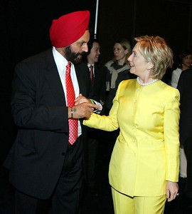 United States presidential Candidate Hillary Clinton being received by  Sant Chatwal at a fundraiser by Indian American for Hillary on june 24th-07....pic Mohammed Jaffer-SnapsIndia