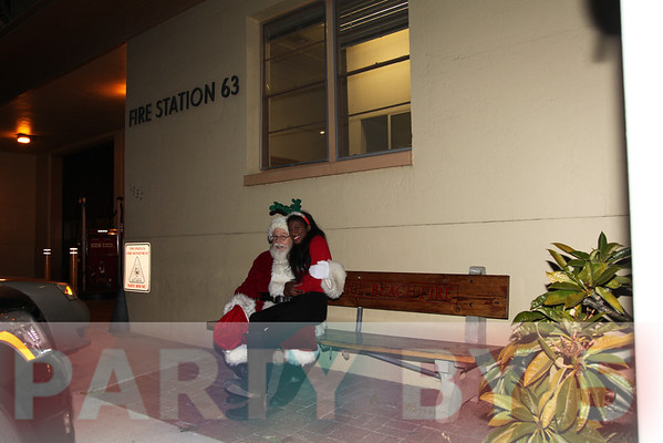 Beethoven Elementary 6th Annual Santa Sighting Presented by Partyby5 and Venice Beach Fire Station 63