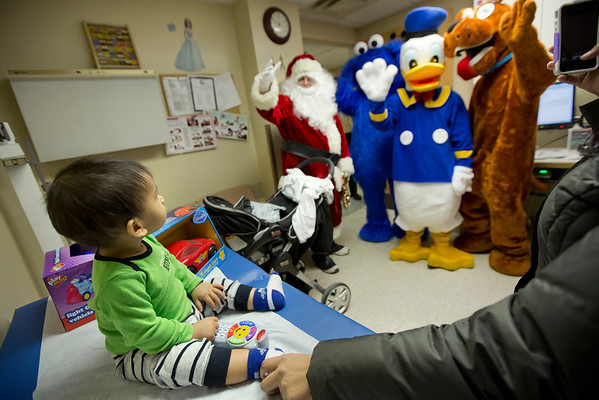 Members of the Fort Lee Police Department visited Anderson Hstao, and other children, in the pediatrics department of Holy Name Medical Center to give out presents for the holidays. <br /> <br /> Photo by Jeff Rhode / Holy Name Medical Center 12/20/13