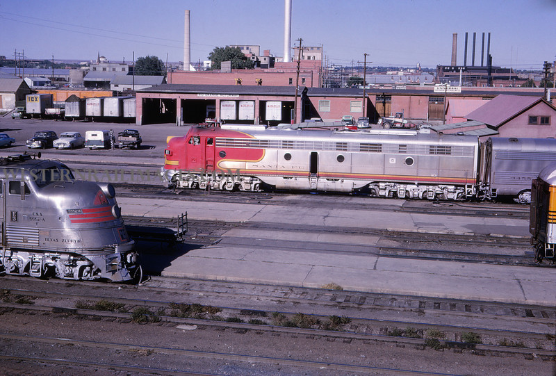 ATSF 28 - Sep 22 1964 - E-7 & C&S E-5 @ Pueblo Colo - Jim Ozment