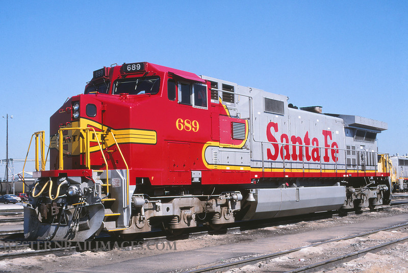 ATSF 708 - Sep 28 1995 - loco 689 @ Kansas City KS by L Coone