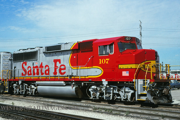 ATSF 17 - July 18 1992 - GP60M no 107 @ Chicago ILL - by L Coone