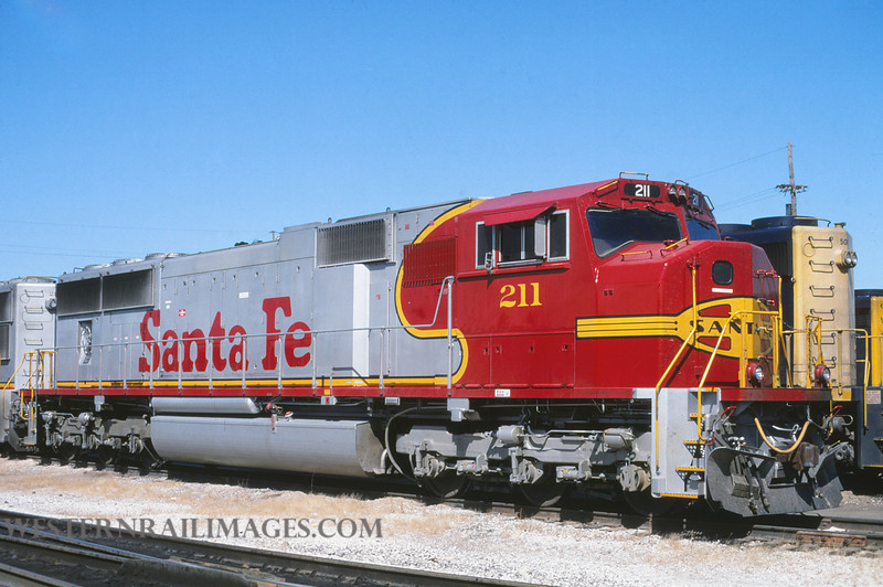 ATSF 151 - Sep 25 1995 - SD70M no 211 @ Kansas City KS - by L Coone