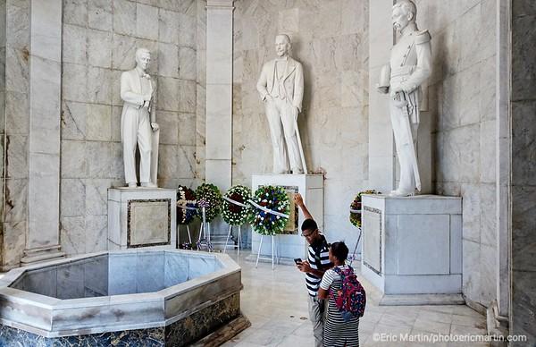 REPUBLIQUE DOMINICAINE. LA VILLE COLONIALE DE SANTO DOMINGO. SAINT DOMINGUE. PARQUE DE L INDEPENDANCE. L'Altar de la Patria, le mausolée où reposent les restes des pères fondateurs de la Patrie : Duarte, Sanchez et Mella.