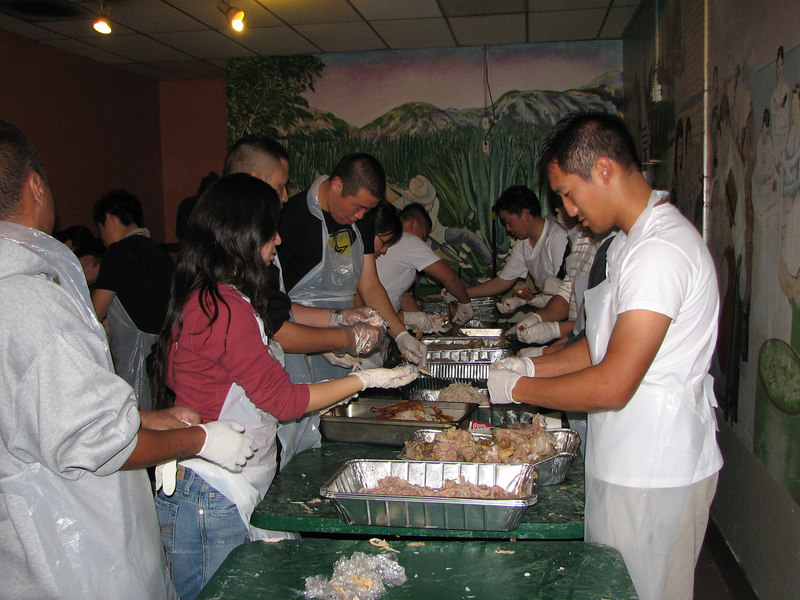 2006 11 23 Thu - Sarang EM shredding turkeys 4