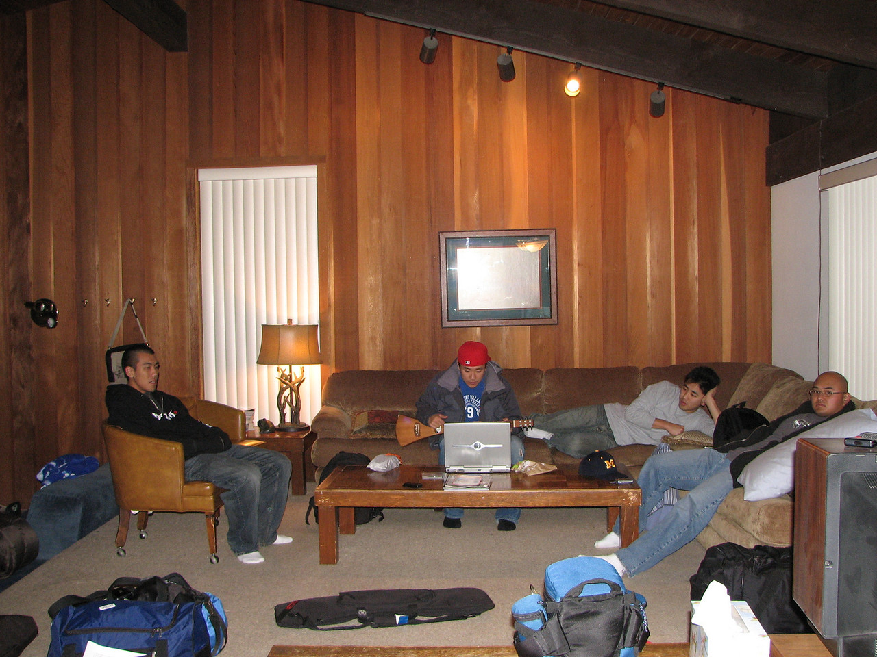 2007 01 05 Fri - Scott Chow's cabin - Scott Chow, Brian Suh, John, & Chris Ko Chillin' like villains in la salle de livin' 1