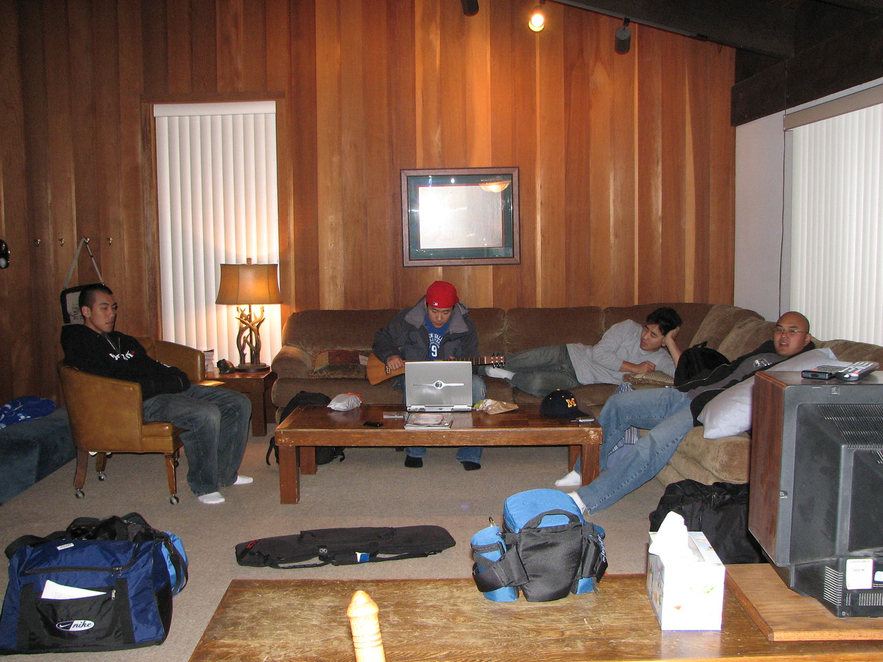 2007 01 05 Fri - Scott Chow's cabin - Scott Chow, Brian Suh, John, & Chris Ko Chillin' like villains in la salle de livin' 2