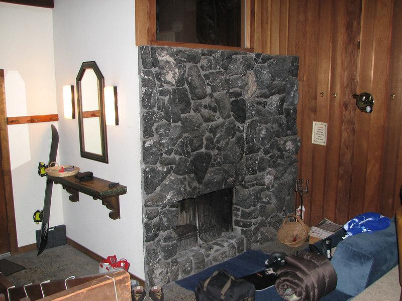 2007 01 05 Fri - Scott Chow's cabin - Foyer & fireplace