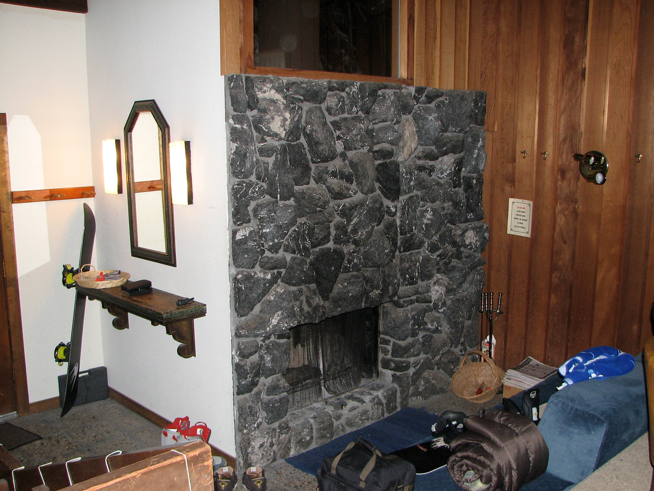 2007 01 05 Fri - Scott Chow's cabin - Foyer & fireplace