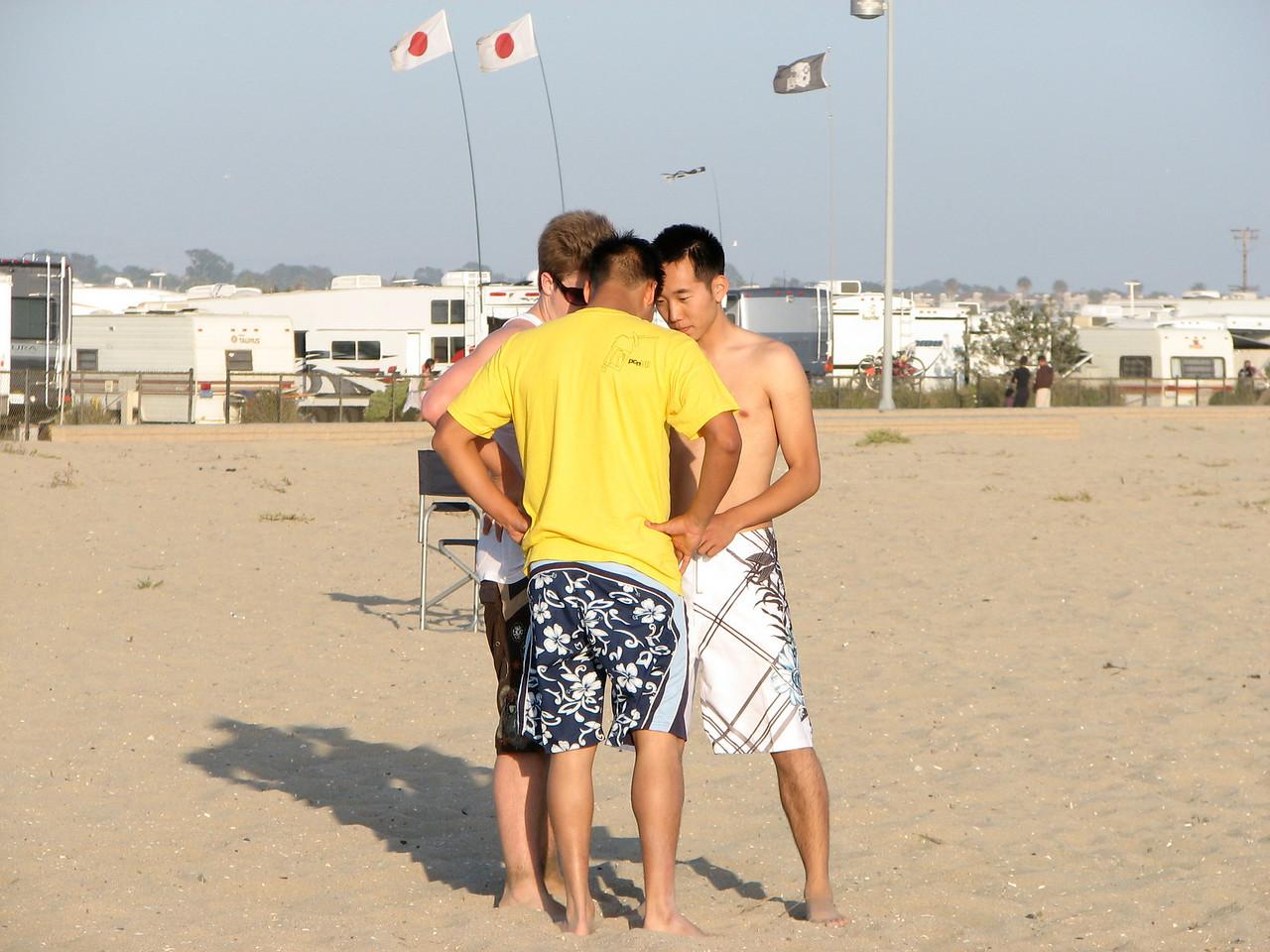 2007 06 22 Fri - Scott, David, & Daniel Chung huddle