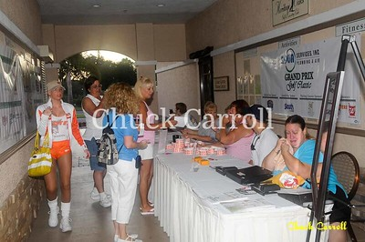 Suncoast Grand Prix --  Heritage Oaks Golf Tournament - 6/26/2010  --  HOOTERS Girls   --  Lucy Nicandri