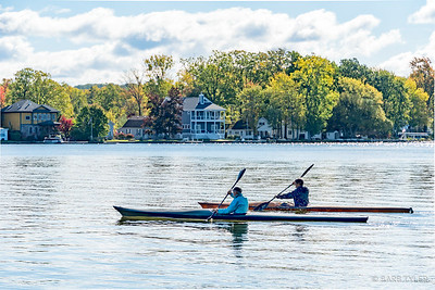 2 kayaks, 2 men, 2 oars