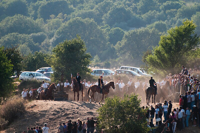 """06.07.11 - Sedilo, Sardinia, Italy: Ardia Festival. The Ardia is one of the most important traditional events of Sardinia, a ritual horse race which envolve over 100 brave horsemen every year on 6 and 7 of july - (ITA) Sedilo: l'Ardia di San Costantino, sfrenata corsa a cavallo fatta in onore di San Costantino, che si svolge ogni anno a Sedilo il 6 e il 7 luglio. Nella foto, la partenza dell'Ardia da """"su frontigheddu"""", collinetta adiacente il santuario."""