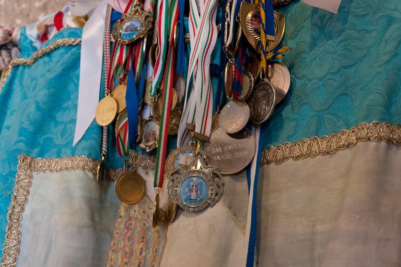 Olbia, 15.05.2012. Festa di San Simplicio. Le bandiere votive all'interno della Basilica di San Simplicio.