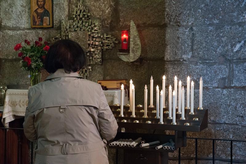 Olbia, 15.05.2012. Festa di San Simplicio. Una donna in preghiera all'interno della Basilica di San Simplicio.