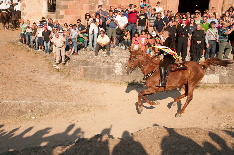 """Sedilo, Italy. 06-07.2013. Ardia di San Costantino festival. The """"Prima Pandela"""", the rider leader of the Ardia, suddendly starts the second part of the race, from the church down to """"sa muredda"""" which is an embankment in the middle of which there is a cross."""