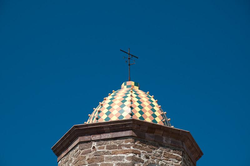 Sardinia, Italy: bell Tower of Sant'Antonio Abate church in Castelsardo. - Sardegna,  Castelsardo: la cupola del campanile della Cattedrale di Sant'Antonio Abate, con le sue colorate maioliche policrome del 1600.