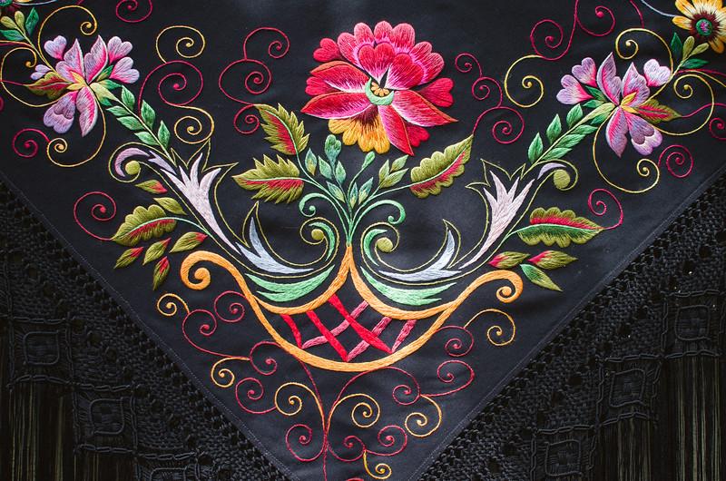 Oliena (NU), Italy, 15.09.2013. Cortes Apertas. Artigianato locale: dettaglio dello scialle del costume tradizionale femminile di Oliena.