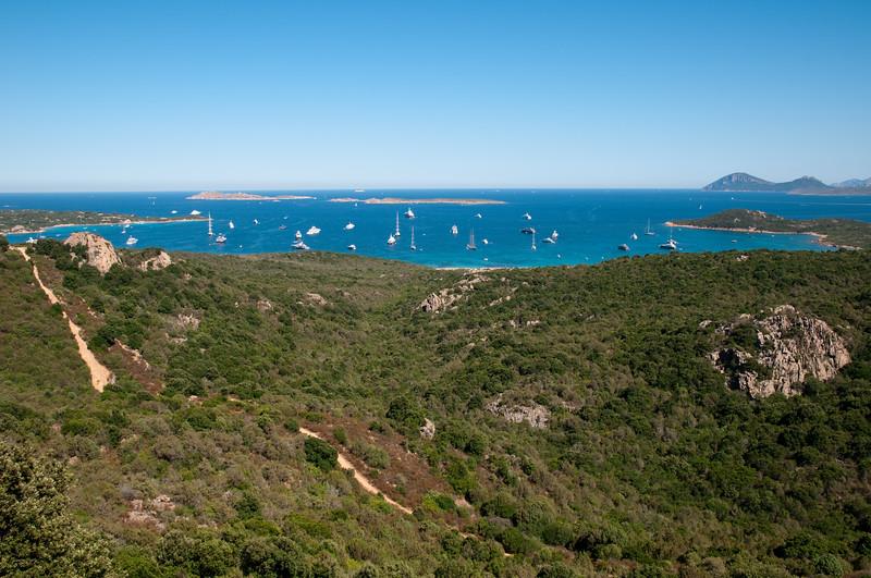 Costa Smeralda, yacht al largo di cala di Volpe in estate
