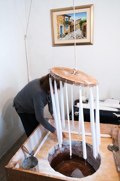 Fonni: produzione di candele di cera durante le cortes apertas