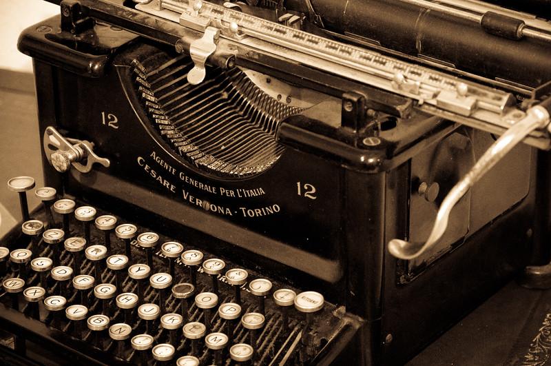 Fonni: vecchia macchina da scrivere in mostra durante le cortes apertas